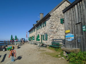 První přestávka u chaty Südwand-Hütte